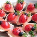 бутерброды с лососем и помидором