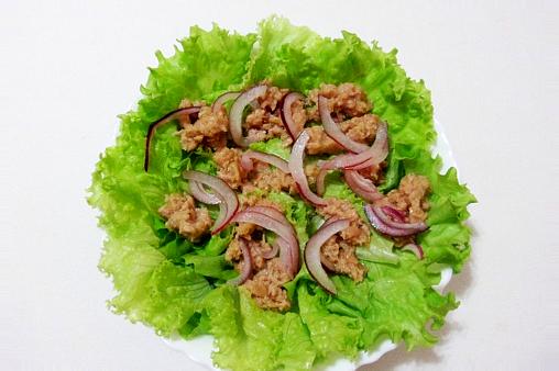 Салатные листья  для рецепта нисуаз с тунцом классический