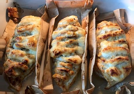 выпекать до румяной корочки  куриные грудки запеченные с сыром