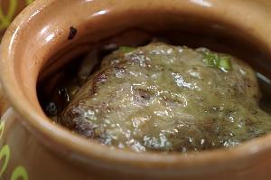 говядина в горшочках с картошкой и грибами