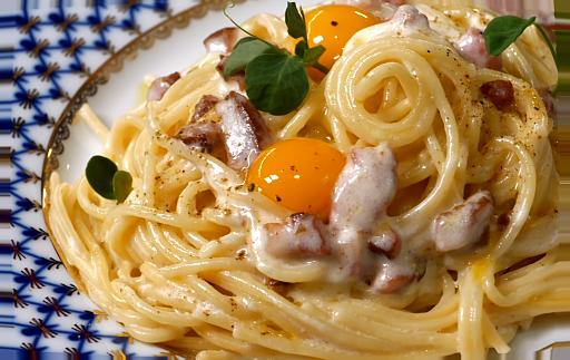 рецепт карбонары с беконом пошагово с фото да еще и со сливками и яйцом