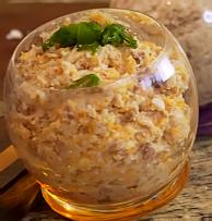 самый простой из рецептов форшмак из селедки получает сверху зеленый лук