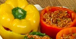 Наполните перцы начинкой и накрыть крышечками, вот и получился  перец фаршированный с рисом рецепт